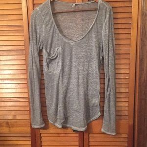 LS gray v-neck T